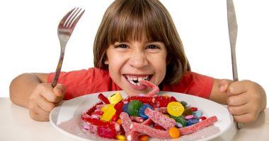Feriți copiii de reclamele la dulciuri de la televizor !