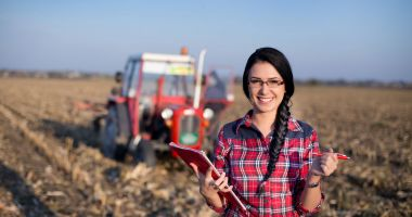 Finanțare pentru fermierii care angajează tineri
