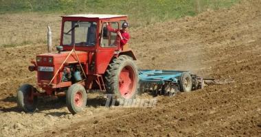 Fermierii primesc bani mai mulţi pentru motorină