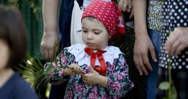 SĂRBĂTOAREA FLORIILOR / Mii de credincioşi  au participat la procesiune