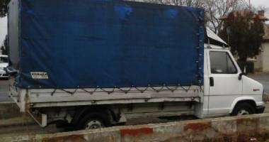 Autocamionetă furată din Italia, descoperită la Constanţa