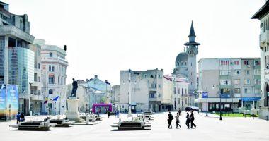 """Filmul istoric """"Marea Unire - România, la 100 de ani"""", vizionat pe un ecran gigant în Piața Ovidiu"""