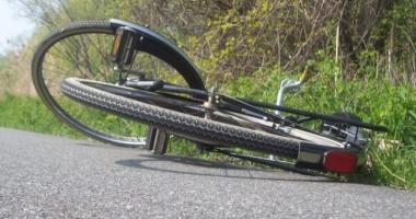 Scene şocante la un concurs de ciclism. Un concurent a intrat cu viteză într-un copac şi a murit