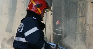 Incendiu la o casă din cartierul Palas. Intervin două autospeciale