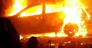 Pompierii din Constan�a, �n alert�! MA�IN� CUPRINS� DE FL�C�RI