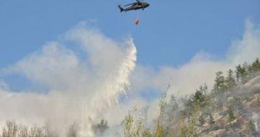 VIDEO / Incendiu pe Transfăgărăşan: Un elicopter a fost chemat de la Iaşi să intervină