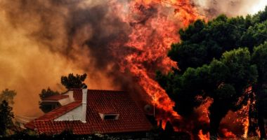 TURIŞTI, ATENŢIE! GRECIA ESTE CUPRINSĂ DE FLĂCĂRI! Harta zonelor afectate