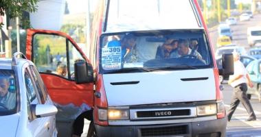"""Foto : Cap�t de drum pentru """"rechinii"""" cu maxi-taxi? Prim�ria Constan�a va trage microbuzele pe dreapta"""