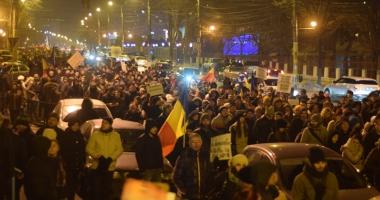 Cele mai mari proteste de la Revoluţia din 1989! Peste jumătate de milion de români, în stradă!