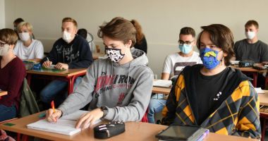 Cu rândul, la şcoală. Elevii din Constanţa vor învăţa în sistem alternativ, online şi în clasă