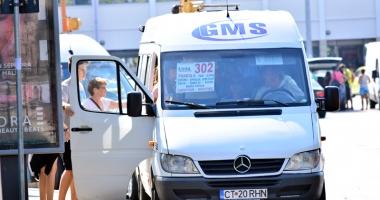 Misterul călătorilor abandonaţi de GMS. Firma de maxi-taxi şi Primăria pasează vina de la una la alta