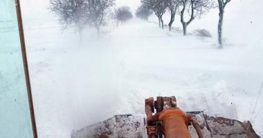 Iarna s-a dezlănțuit, la Constanța! Circulaţia, blocată pe mai multe drumuri din judeţ