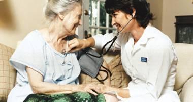 Bolnavii, consultaţi acasă de medicul de familie? Cine şi cât plăteşte