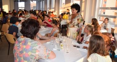 Concursuri, premii şi distracţie pentru copiii veniţi în tabără la malul mării