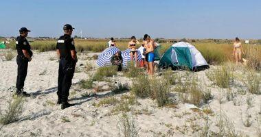 Vacanța cu cortul la Vadu și Corbu, încheiată cu amenzi usturătoare