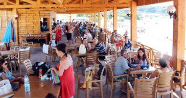 Operatorii din turism dau piept cu cea mai mare criză din ultimii 27 de ani. Cum se poate rezolva situația
