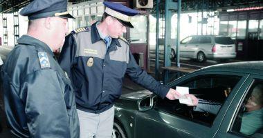 Poliţiştii Gărzii de Coastă muncesc