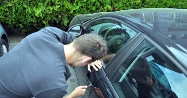 Hoţii nu mai au nicio frică. Fură maşini ziua în amiaza mare!