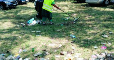 Dezastrul de pe litoral. Angajații primăriei, apel pentru strângerea gunoaielor lăsate de turiști