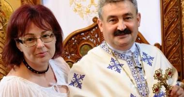 Foto : �ndemnul p�rintelui Marius Mo�teanu: Veni�i la Liturghie �mbr�ca�i �n ie!