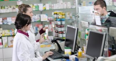Când moartea vine fără reţetă. Medicamente banale vândute la liber pot fi fatale  în doze mari