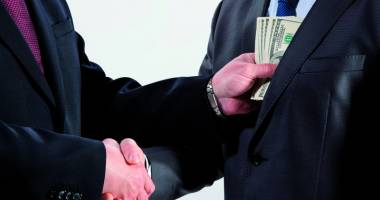 Om de afaceri, arestat la Constanţa. Cerea 500.000 euro şpagă pentru a interveni la SRI, ANAF şi magistraţi