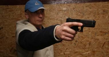 Se schimbă condiţiile în care politicienii şi poliţiştii îşi pot lua arme
