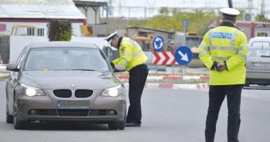Cine îi apără pe poliţişti? Om al legii lovit intenţionat cu maşina. Agresorul e liber şi îl dă în judecată pe poliţist