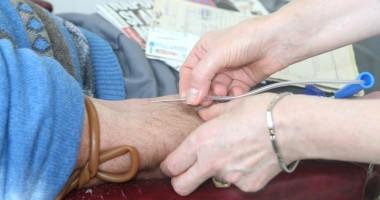 Poliţiştii constănţeni donează sânge pentru colegul care riscă să rămână infirm