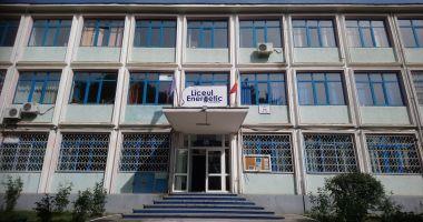 Foto : Revoltă printre elevi la Liceul Energetic! Un profesor refuză să predea online