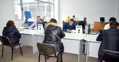 Spaţii noi şi probleme vechi la Serviciul de Permise şi Înmatriculări Constanţa.
