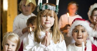 """Se organizează serbări de Crăciun în şcoli şi grădiniţe? Părinţii au pornit deja cu """"ne daţi, ori nu ne daţi?"""""""