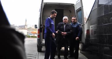 Procurorii DNA acuz�: Tariful fostului decan �ar�lung� - 200 euro examenul. Judec�torii l-au arestat 30 de zile