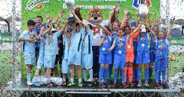 """Echipa Şcolii nr. 39 """"Nicolae Tonitza"""", pe podiumul turneului de la Cumpăna"""