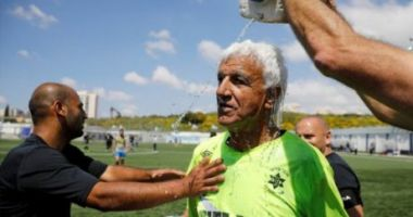 Cel mai bătrân fotbalist din lume. Joacă în campionat la 73 de ani!