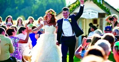 Bani Pentru Biserică Cât Mai Cer Preoţii Pentru O Nuntă Sau Un Botez