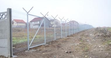GALERIE FOTO / Vă place cum arată Constanţa? Soluţia Armatei: garduri de beton şi sârmă ghimpată sub nas, în civilizaţia lui 2018