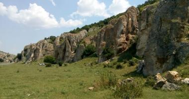 Frumuseţile ascunse ale Dobrogei: păduri  şi peşteri pline de legende şi plaje neştiute