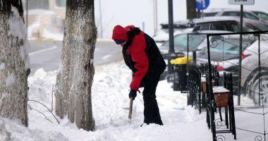 Amenzi pentru constănţenii care aruncă zăpada pe stradă