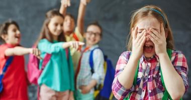 Copii umiliţi de colegi la şcoală, părinţi disperaţi.