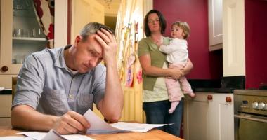 Atac la salariile rom�nilor! Datoriile restan�ierilor la b�nci ar putea fi re�inute direct la angajator