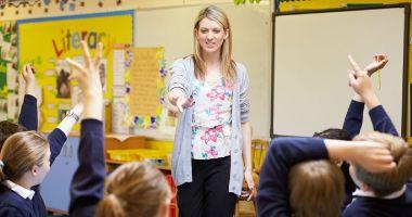 Directorii de licee nu vor mai trebui să predea la clasă
