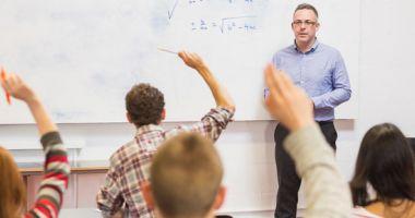Directorii de şcoli nu vor mai preda la clasă.