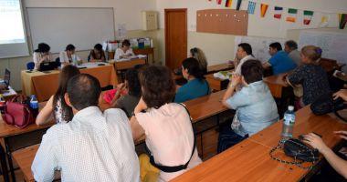 Începe examenul de definitivat. Profesorii începători dobândesc dreptul de practică în învăţământ