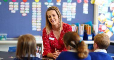Învăţătorii şi profesorii, invitaţi să-şi împărtăşească bunele practici folosite la clasă