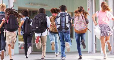 Mai puține ore la școală! Tăiem programele, tăiem posturile sau facem after school?