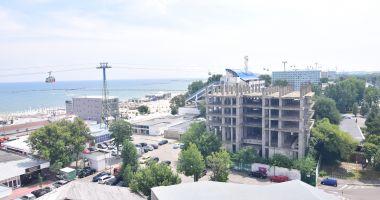 Blocuri de 8 şi 11 etaje în buricul staţiunii Mamaia. Cine mai construieşte la malul mării