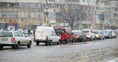 Circulaţie pe timp de iarnă. Atenţie sporită dacă porniţi la drum!