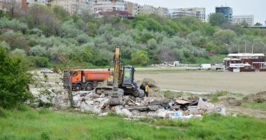 Plaja Modern intră în secolul XXI! Au fost dărâmate clădirile ceauşiste şi a început reamenajarea zonei