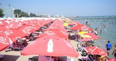 Plajele de pe litoral, controlate  de samsari. Hotelierii sunt revoltaţi